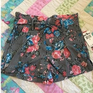Hot Kiss floral & striped shorts. Size 3. NEW!!!!